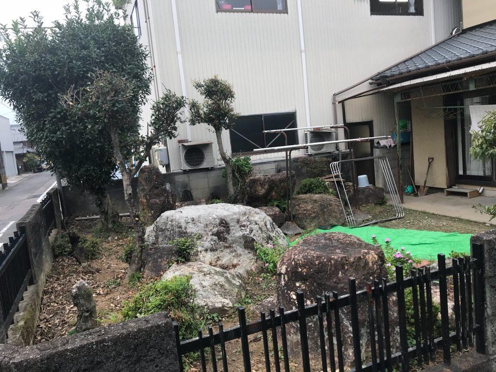 今の現場ほど庭石がないので、手間はかからないかなあ?